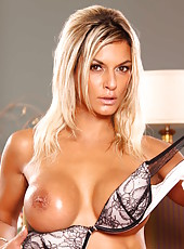 Naughty and tanned blonde lady Klarisa Leone rubs her gorgeous body