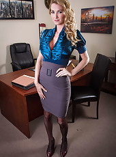 Blonde milf Blake Rose with great figure demonstrates her most beautiful secrets