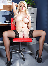 Pretty face, big ass and huge breast by a hot blonde milf named Alexis Ford