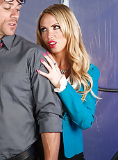 Dangerously hot milf Nikki Benz gets facialized after great fucking action
