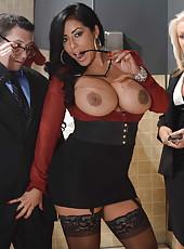 Appetizing brunette milf with boundless huge breast Kiara Mia got a powerful fuck