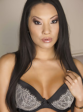 Super hot Asian brunette milf Asa Akira gets naked to surprise us with her forms