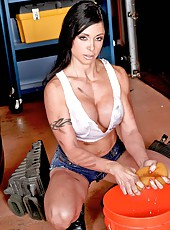 Excellent and busty milf Jewels Jade was caught in the garage by hungry lover