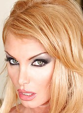 Meet unmatched blonde milf Taylor Wane with unforgettable perfect body