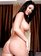 Mature with big round boobs and hot pussy Raquel Devine poses naked on cam