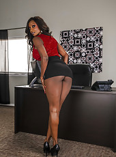 Chocolate skinned milf Diamond Jackson shows off her ebony pussy and big tits