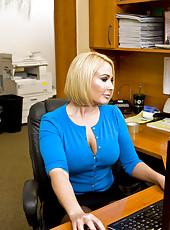 Office milf Mellanie Monroe gets sweet facial by her big dicked colleague