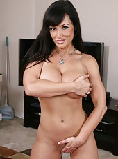Gentle brunette milf Lisa Ann demonstrates her trimmed pussy