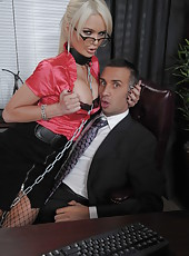 Naughty and brave slut Alexis Ford gets a cunnilingus and sucks a cock