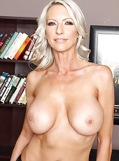 Milf with huge breast Emma Starr spreads her ass in this great striptease action