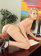 Astonishing milf bombshell Carolyn Reese has a sweet break in the office
