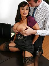 Arrogant brunette milf Lisa Ann seduces office worker and fucks him voluptuous