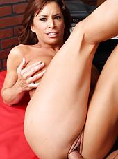 Mature hottie Devon Michaels got an intense cumshot on her big boobs
