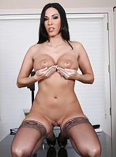 Fabulous brunette slut Veronica Rayne rubs her sweet pussy and a wet clit