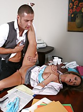 Hardcore fuck with a passionate and hot bitch Jessica Lynn on the table