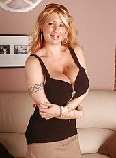 Naughty blonde milf Summer Sin shows her huge boobs and a sweet pussy