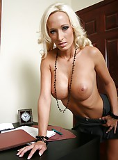 Glamorous and sumptuous blonde milf Lichelle Marie and her flawless curvy lines