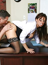 Gorgeous mature sweetie with great breast Devon Michaels seduces lucky man