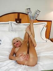 Fascinating model-quality milf babe with amazing big tits Danielle Derek