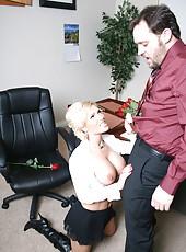 Diamond Foxxx sucks her boss