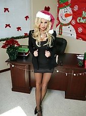 Celebrating Christmas with mesmerizing blonde milf Brittany Andrews