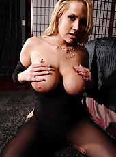 Breathtaking milf Alanah Rae getting a hardcore penetration from her boyfriend