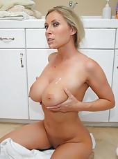 Slutty Devon Lee taking sunbaths and pleasing her friend at the kitchen