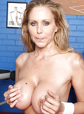 Displeased babe Julia Ann making a deepthroat to make herself satisfied