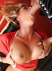 Curvy chick Samantha Saint making a deep blowjob and reaching multiple orgasms