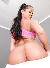 Sportive pornstar Savannah Stern showing shaved sissy and working with her big ass