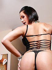 Exotic milf Tory Lane taking off her skirt and spreading delicious pussy