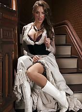 Nasty brunette pornstar Juelz Ventura demonstrates her gorgeous pussy