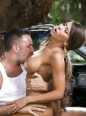 Milf with big boobs, model-quality body and long legs Madison Ivy fucked by really lucky lover