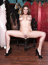 Fascinating milf bombshell Emma Leigh poses in sexy black high heels