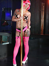 Pole dancer Ashton Pierce seduces a lot of clients with her sexy tattoos, big boobs and wild soul