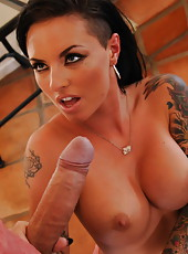 Tattooed hardcore bombshell with big boobs Christy Mack seduces her sister