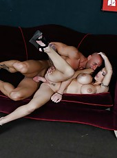 Dangerous brunette minx Jenna Presley gives an awesome blowjob