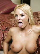 Blonde milf Brooke Belle spreads her gorgeous legs for an awesome fuck