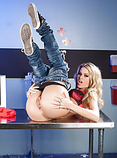 Naughty and young chick Jessa Rhodes undresses her sexy jeans and masturbates