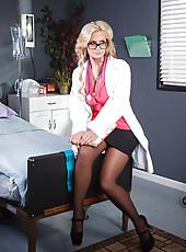 Glamorous and gorgeous nurse Phoenix Marie presents first-class striptease