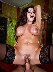Busty milf Amber Lynn enjoys this innovative approach to the treatment