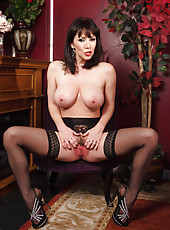 Mysterious cougar RayVeness together with her big beautiful tits and alluring pussy