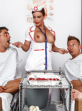 Hardcore double penetration for mature nurse in sexy uniform - Diamond Foxxx