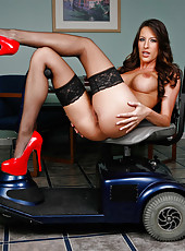 Mesmerizing model Kortney Kane in beautiful stockings and hot red high heels