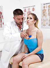 Milf Rachel RoXXX came at the doctor in the search of voluptuous relaxational orgasms