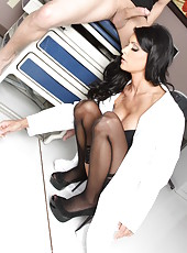 Smoking hot milf Jessica Jaymes is a head physician and she personally came to examine him