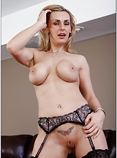 Sexy babe Tanya Tate opens her sweet mouth for an amazing blowjob