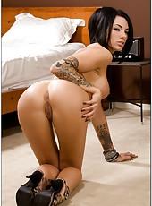 Arrogant brunette bombshell Juelz Ventura surprises with her topnotch body
