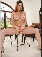 Foxy whore Raquel Devine showing her secret skills and reaching orgasm