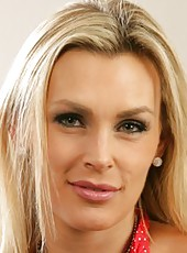 Arrogant housewife Tanya Tate shows her marvelous body and works with sissy